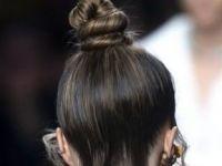 Top Knot: Trendy фризура која се прави за пет минути и му стои на секого