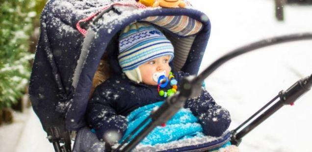 """Дали знаете колку """"поминуваат"""" родителите во туркање на количка?"""