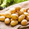 Внимание, внимание! Најефикасниот трик за лупење на млади компири пристигна!