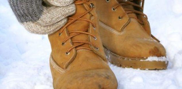 СУШЕЊЕ НА ОБУВКИ: најбрз и најевтин начин да ги исушите чевлите и патиките влажни од снег и дожд
