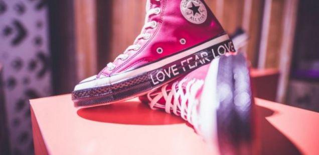 Модните експерти од регионот го открија најновото издание на легендарните Converse патики