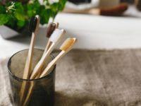 Стоп за непослушните влакна: Фризер откри трик со четка за заби