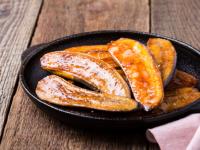 Банани во карамел сос