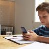 Таа го купила телефонот за својот син, но поставила одлични правила