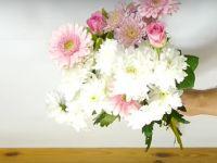 Трик што ќе го разубави секој букет со цвеќе во вазна
