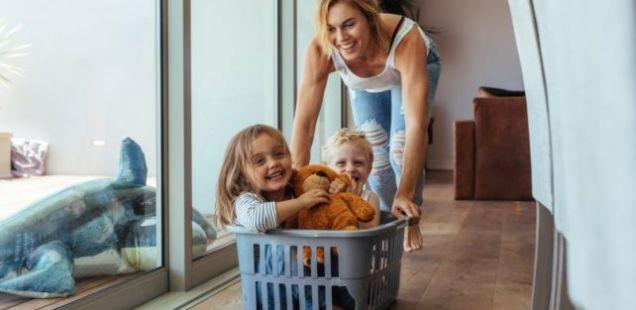 ДАНСКИТЕ НАУЧНИЦИ ПОТВРДИЈА дека постарите мајки се подобри мајки