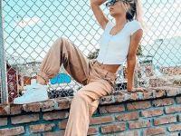 Моден времеплов: Панталоните од 2000-те се апсолутен тренд оваа пролет