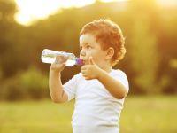 Навикнете ги децата на вода