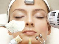 Кога да почнете да размислувате за користење на anti-aging крем?
