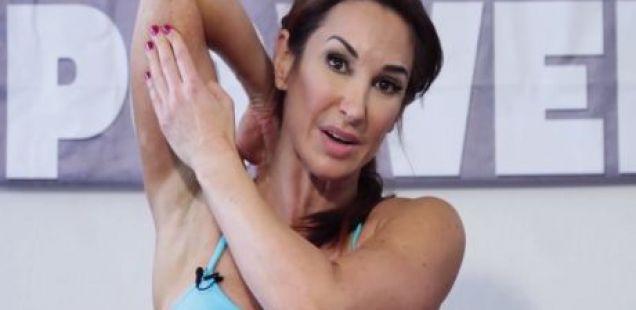 ВЕЖБИ ЗА ЖЕНИТЕ ВО СРЕДНИ ГОДИНИ: затегнете ги трицепсите и ослободете се од опуштените мускули на надлактовите