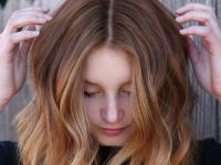 Нов hair тренд: Коса со боја на праска