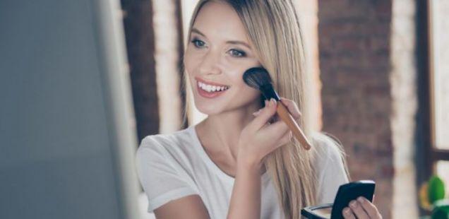 Ако сакате шминката да ви остане цел ден на лицето, треба да го направите ова