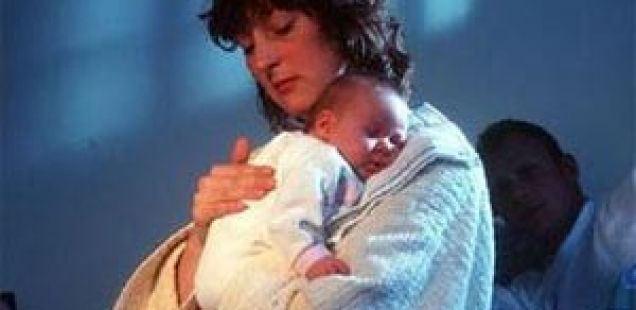 Првата година од мајчинството е најосамена година во животот на жената