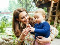 Неодоливи фотографии од градината на Кејт Мидлтон: Првите чекори на принцот Луи и играње со братот и сестрата