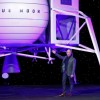 """Безос го откри новиот модел на летало кон Месечината: """"Време е да се вратиме назад на Месечината"""""""