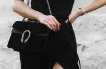 Класик кој го носиме со години – Црна ташничка