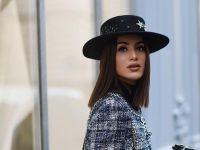 4 шик фризури кои можете да ги носите под капа